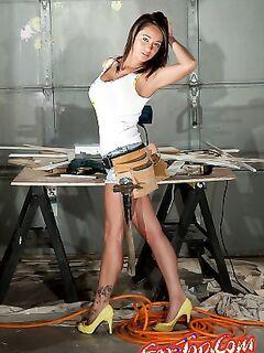 Девушка строитель