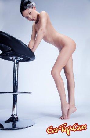 Юная голая красавица