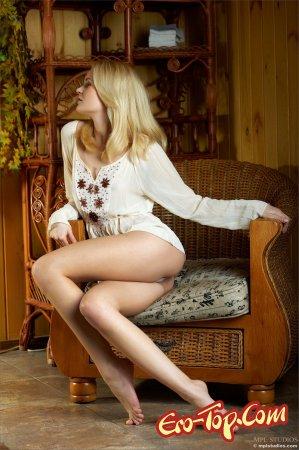 Молодая блондинка