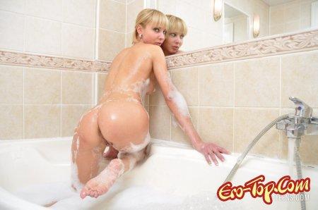 Блондинка в ванной