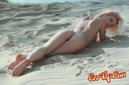 Блондинка на пляже
