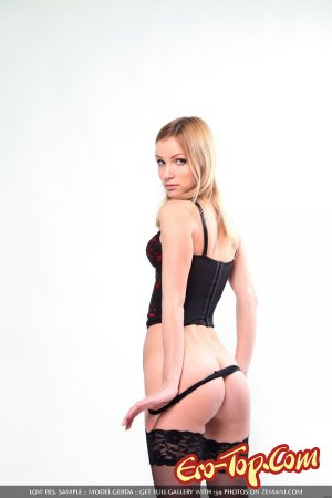 Блондинка в корсете