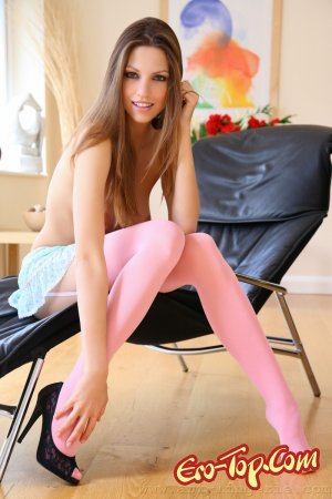 Девушка в розовых чулках