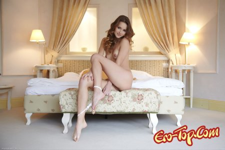 Красивая голая девушка