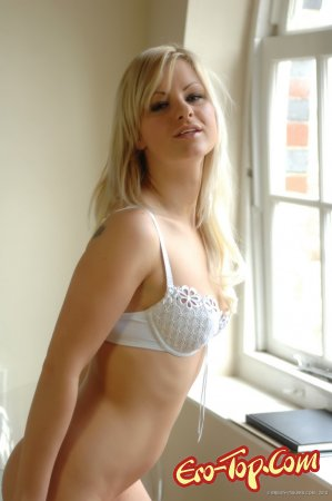 Очень страстная блондинка