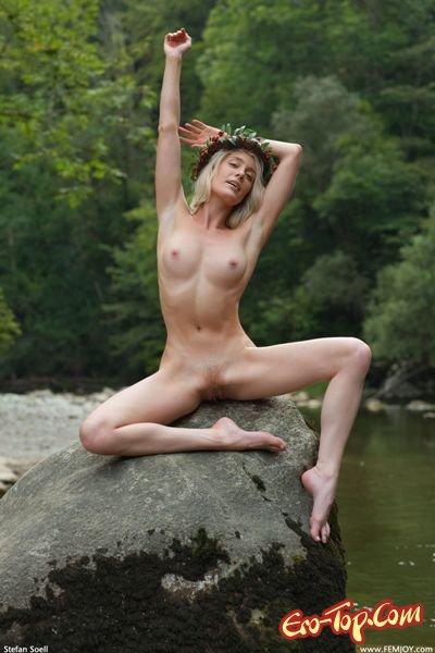 Красоты тайги  Эротика. Смотреть фото красивых голых девушек бесплатно
