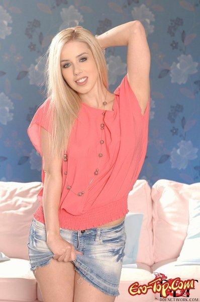 Сочная юная попка  Эротика. Смотреть фото красивых голых девушек бесплатно