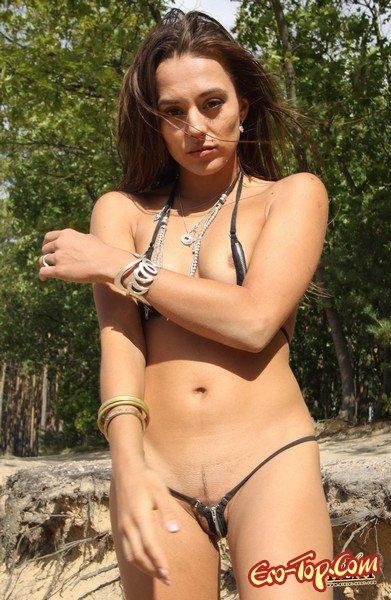 Смелое бикини  Эротика. Смотреть фото красивых голых девушек бесплатно
